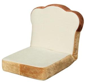 """ふっかふかの食パンがそのまま椅子に? ニトリが""""食パン形座椅子""""発売"""