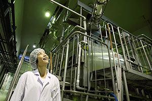 "[PR]最新鋭の酒蔵にドキドキ! 宝酒造「白壁蔵」で""伝統と革新の日本酒造り""を学ぶ"