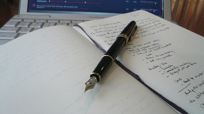 書き方の基本から時間短縮のコツまで、使える「議事録」の書き方