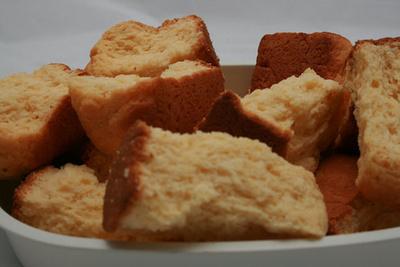 余ったパンをレンジで5分!サクサク美味しい「ラスク」のレシピ集