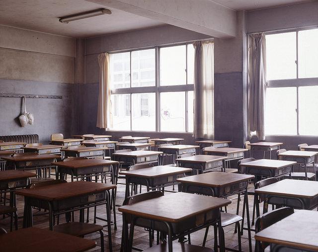 プロジェクターで授業をする小学校の教員について -【はてなの風景67】