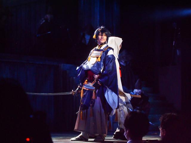 """隅々まで華やかで鮮烈 舞台『刀剣乱舞』が表現する""""刀""""から見た「本能寺の変」"""