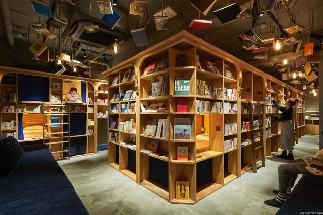 泊まれる本屋「BOOK AND BED TOKYO」2号店が京都・祇園に12/2オープン 地ビールが楽しめるバーも