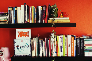 並べ方を変えるだけで見違えるほどスッキリ? 「本棚」を美しく見せるコツ