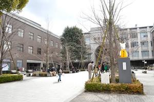 2012年は「地デジカ」 京都大学名物・折田先生像の設置を見てきた