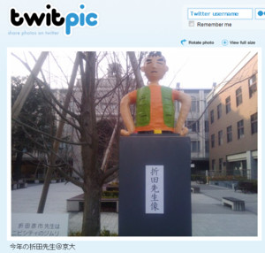 今年もやっぱり出現!京大名物「折田先生像」のナゾに迫る