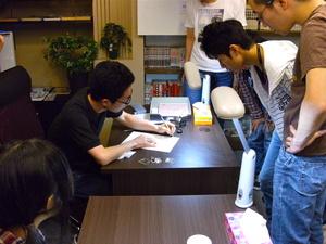 """「漫画好きには天国に近い」 オーナーの情熱が生んだ、名古屋の""""描ける""""漫画喫茶"""